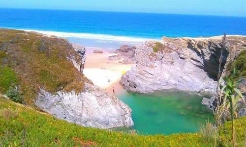 Praia do Espingardeiro em Porto Covo