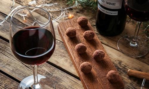 Chocolate e Vinho Tinto ajudam a combater rugas e manter a pele jovem