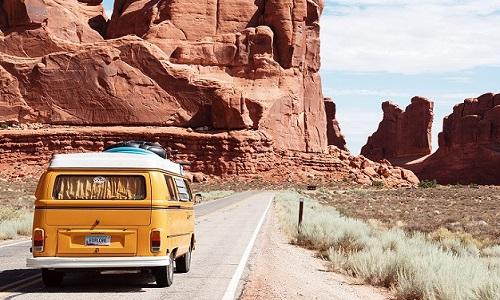 Estudo revela que viajar traz mais ALEGRIA do que casar