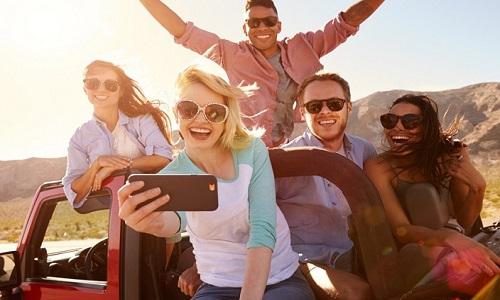 Ciência garante - PASSEAR com amigos faz bem à saúde mental