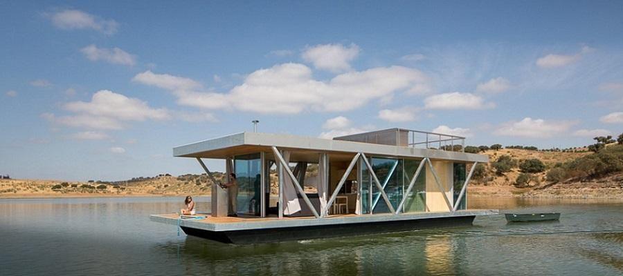 Uma Casa Flutuante no lago do Alqueva