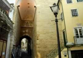 Coimbra - Porta e Torre de Almedina